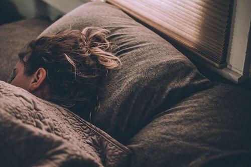 Wie wir den Tag gestalten, hat Einfluss darauf, wie gut wir schlafen.